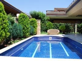 Magnificent luxury villa in the center of Kemer with a private plot of 500 m2 and a swimming pool