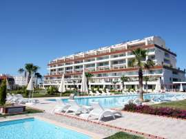 Resale apartment in Side in a complex with an indoor pool just 700 meters from the sea